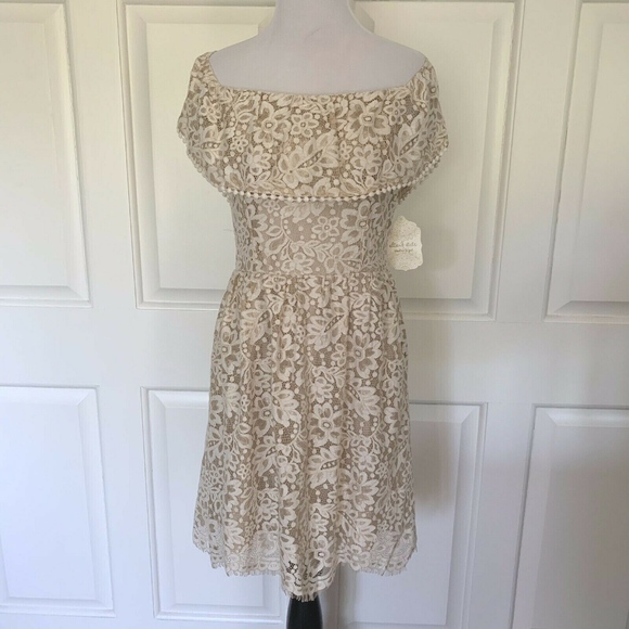 Altar'd State Dresses & Skirts - NWT LACE SHORT SLEEVE MINI DRESS OFF SHOULDER